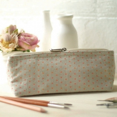 W400-H400-641_productppink-triangle-print-linen-pencil-case.png